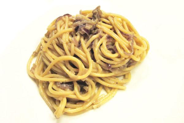 Spaghetti cipolle e acciughe