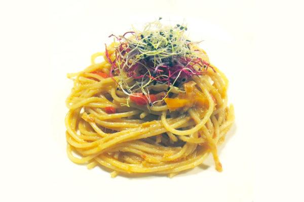 Salsa di peperoni e acciughe (per condire la pasta)