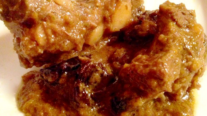 Costarelle di maiale in dolceforte piccante con le prugne